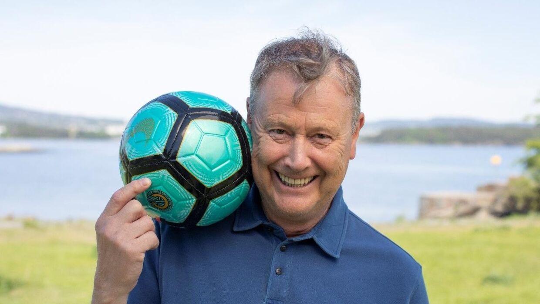 Pressefoto af Åge Hareide i sit nye samarbejde med VitaePro.