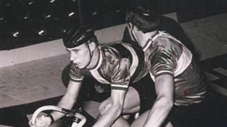 Freddie Eugen og makkeren Palle Lykke på cykelbanen.