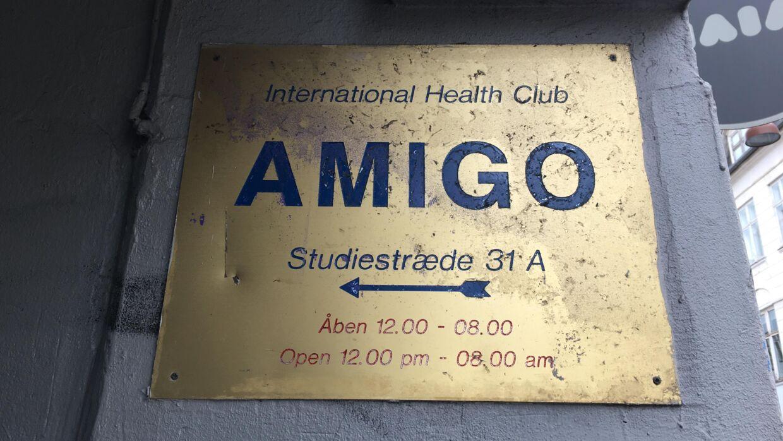 Især om vinteren, når der er koldt udendørs, kan der komme i hvert fald 300 gæster i Amigo Sauna en lørdag nat, oplyste en ansat som vidne under retssagen.