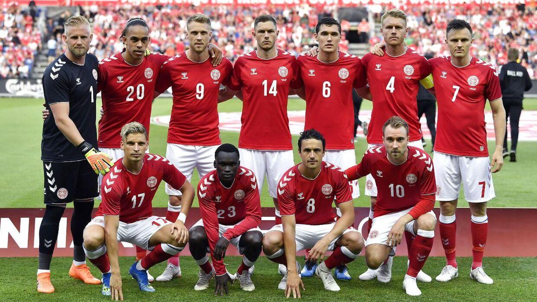 Holdfoto af den danske startopstilling i testkampen mod Mexico på Brøndby Stadion lørdag den 9. juni 2018.