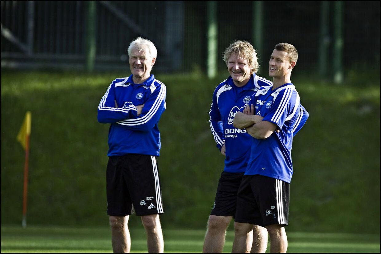 Ebbe Sand sammen med Peter Bonde og Morten Olsen, som han udgjorde trænerteamet med på landsholdet i 2008.