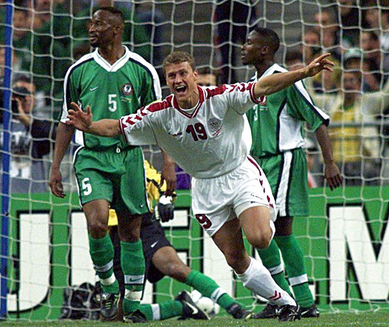Ebbe Sand jubler efter målet til 3-0 mod Nigeria i VM-ottendedelsfinalen i 1998.