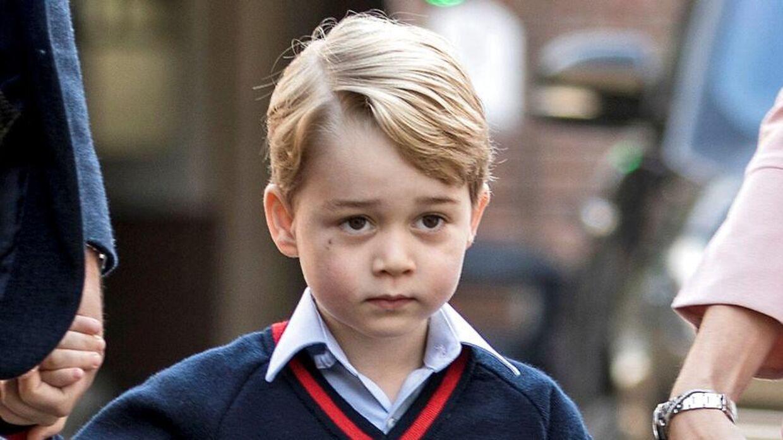 Prins George, Storbritanniens kommende konge, er blevet fotograferet, imens han leger med en vandpistol. Det er det britiske kongehus kommet i stor modvind over. REUTERS/Richard Pohle/Pool