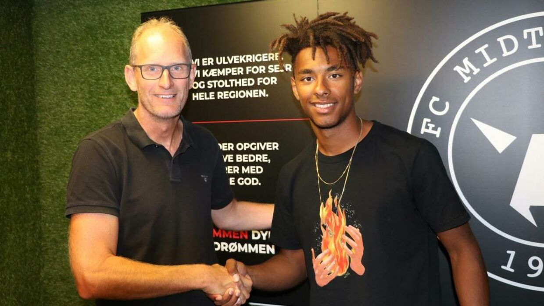 Sammy Skytte sammen med FCM-sportschef Svend Graversen. (Foto: FCM)