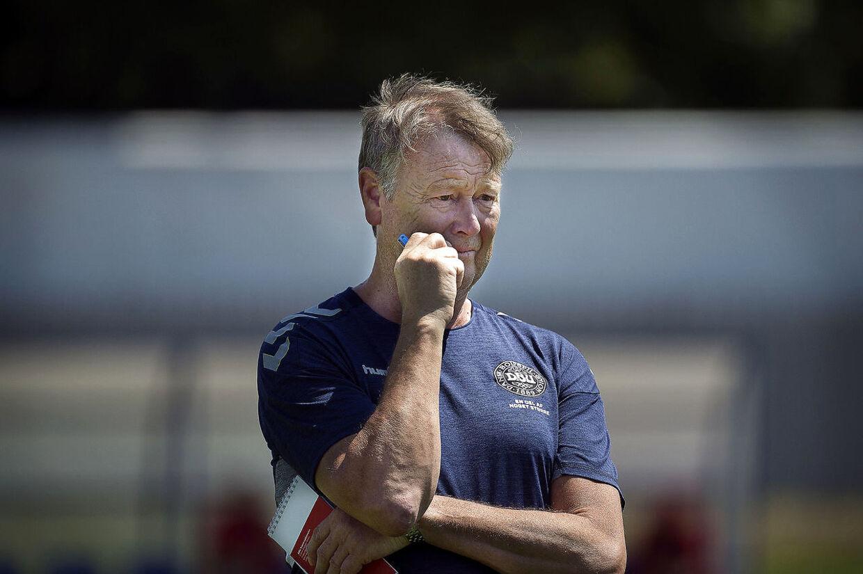Landstræner Åge Hareide har været under stor pres de seneste uger. Især har hans fravalg af Andreas Bjelland og Nicklas Bendtner skabt megen debat.