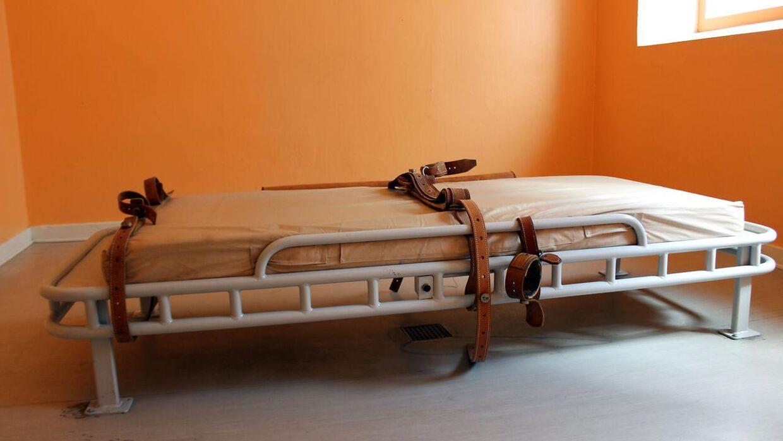 Hospitalsseng med remme. Foto: Shutterstock
