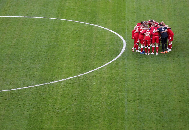 De danske landsholdsspillere samlet, inden opgøret fløjtes i gang.