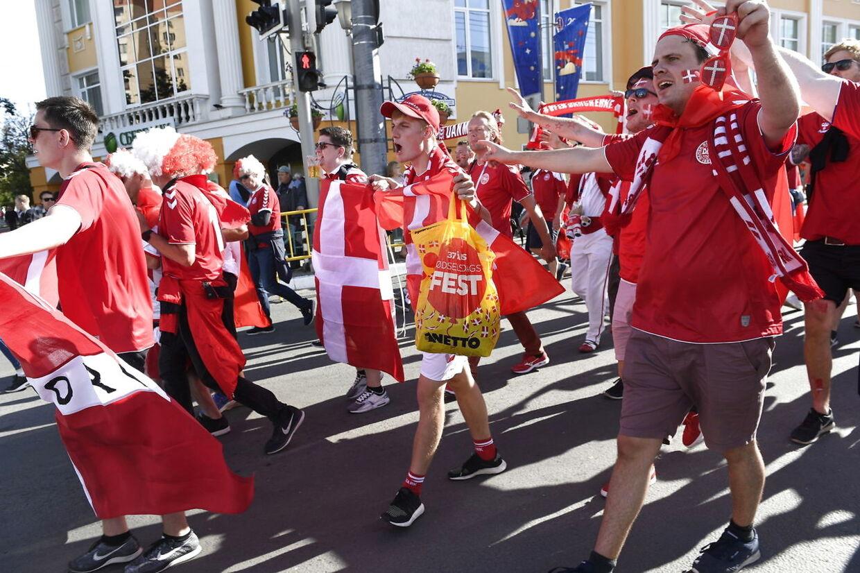Danske fans på vej mod Stadion i Rusland.