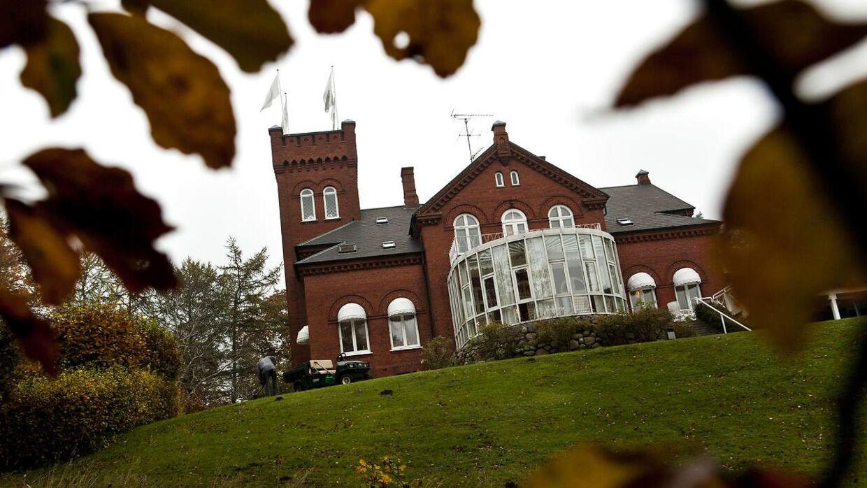 Havreholm Slot ligger uden for Hornbæk i Nordsjælland cirka 30 minutters kørsel fra København.