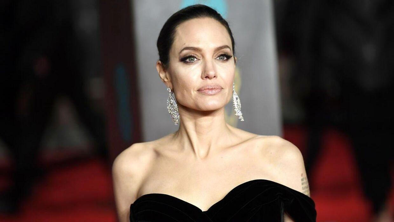 Filmstjernen Angelina Jolie har været gift været gift tre gange med tre forskellige skuespillere.
