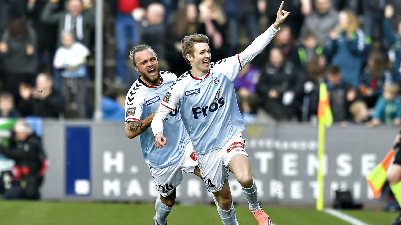 Mikkel Hedegaard (th.) tilbage i marts 2016, hvor han scorede et flot mål mod FC Midtjylland.