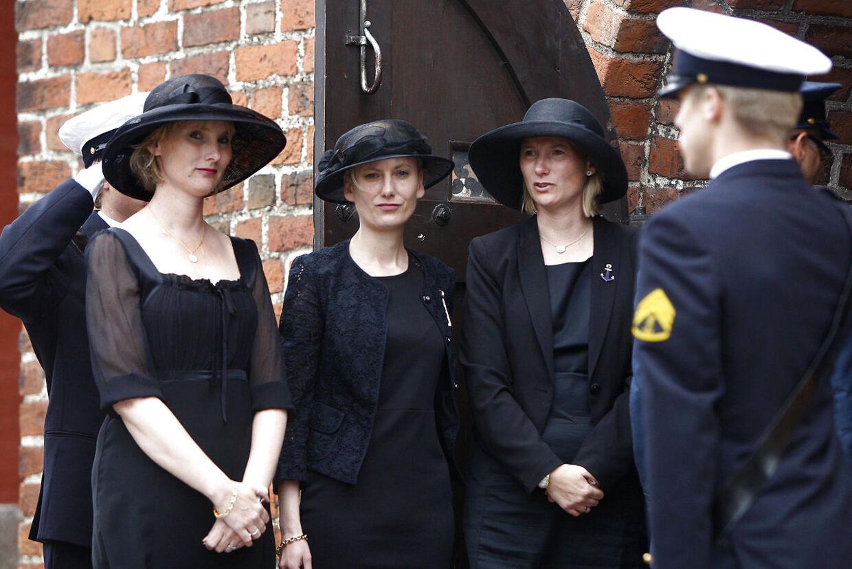 Søstrene Feodora, Josephine og Camilla af Rosenborg mistede med kort tids mellemrum begge deres forældre. Her ses de ved deres far, grev Christian af Rosenborgs begravelse fra Lyngby Kirke i maj 2013.