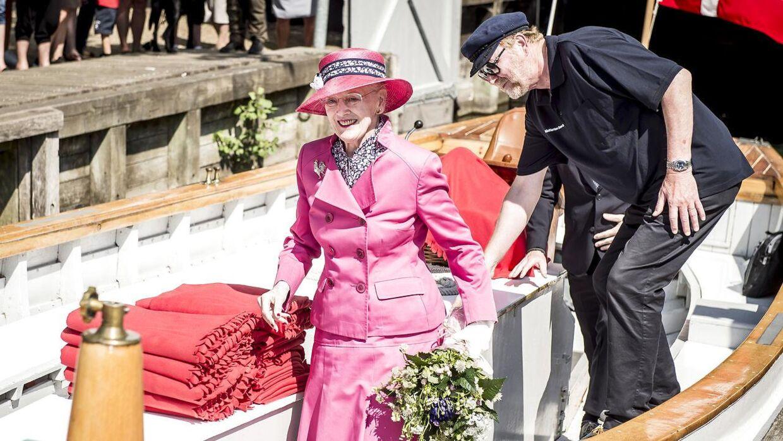 Dronning Margrethe har aflyst en tur til Aarhus på mandag som følge af prinsesse Elisabeths død.