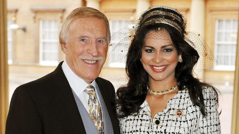 Sir Bruce Forsyth med konen Lady Wilnelia