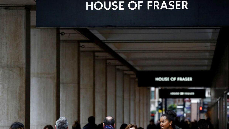 House of Fraser lukker over halvdelen af sine butikker.