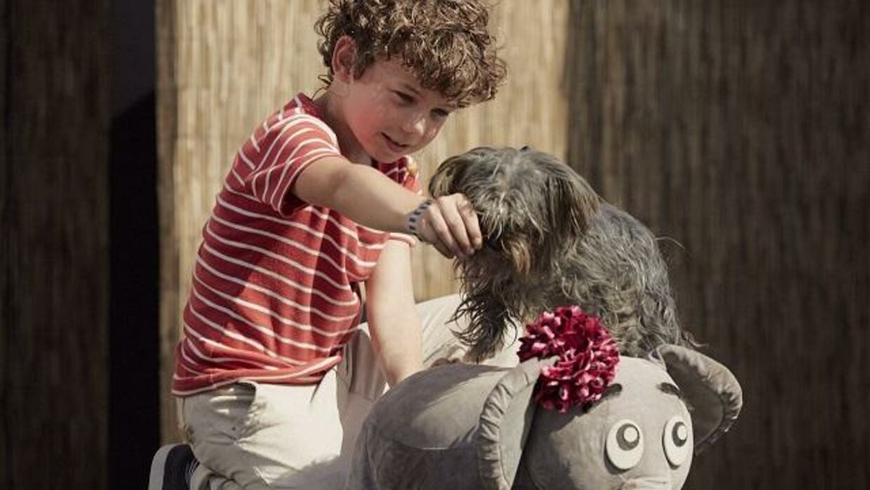 Lilleper spilles af 8-årige Elton Rokahaim Møller, der er søn af sangerinden Szhirley.