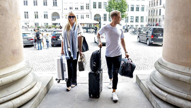 Kevin Magnussen og kæresten Louise Gjørup ankommer til Københavns Byret, hvor sagen mod hans tidligere manager Dorte Riis Madsen kører i denne uge. (Foto Bax Lindhardt)