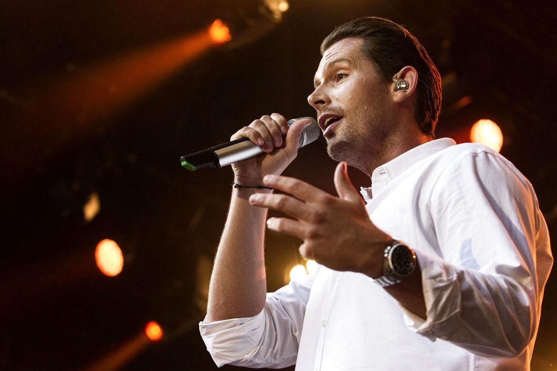 Danmarks største popstjerne har fået ny chef. Den danske pladeselskab Artpeople er blevet overtaget af det multinationale Universal Music.