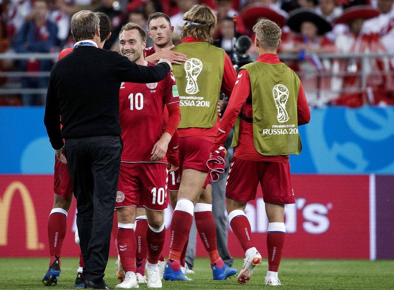 Nordens bedste fodboldspiller er dansk. Han er en af dem, der skal løfte det danske spil op fra kedsommeligheden.