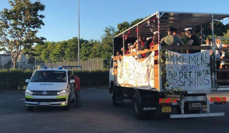En studentervogn blev fredag aften angrebet med æg ved Leen i Høje Taastrup.