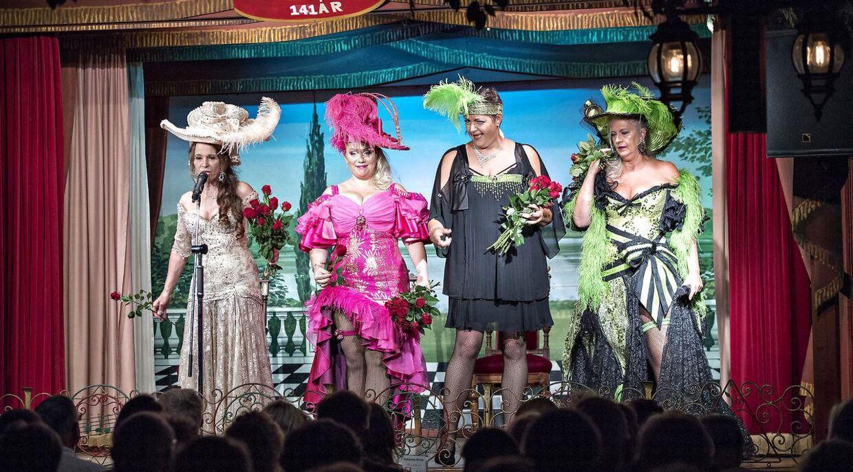 Her fire af bakkesangerinderne i sæsonen 2018: Dot Wessman, Sara Gadborg, Ann Farholt og Tina Grunwald på scenen i Bakkens Hvile.