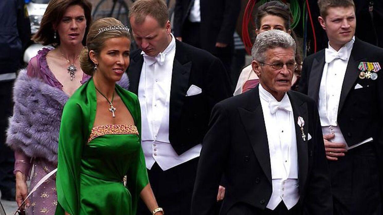 Henriette Zobel er ærgerlig over, at familien har måttet sælge Peter Zobels gods. Men det kunne ikke være anderledes, fortæller hun. Her ses hun sammen med sin eksmand Peter Zobel ved brylluppet mellem Kronprins Frederik og Mary Donaldson.