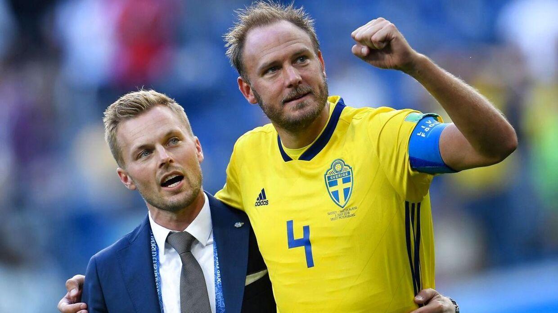 Sebastian Larsson (tv.) måtte se kampen fra sidelinjen.