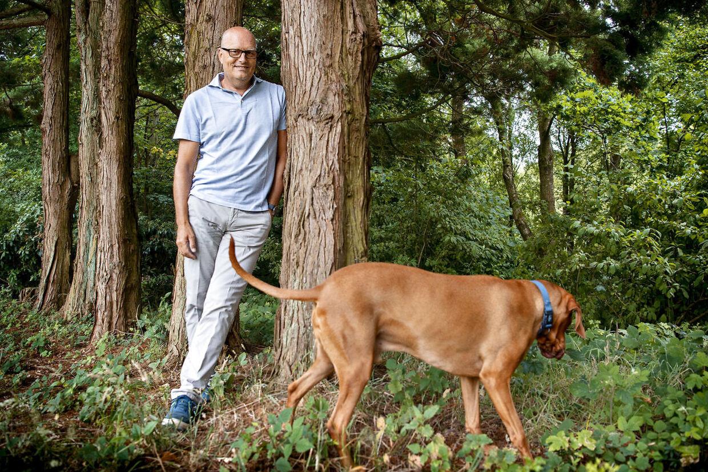 Bjarne Riis og hunden Buddy i hjemmet i Vejle.