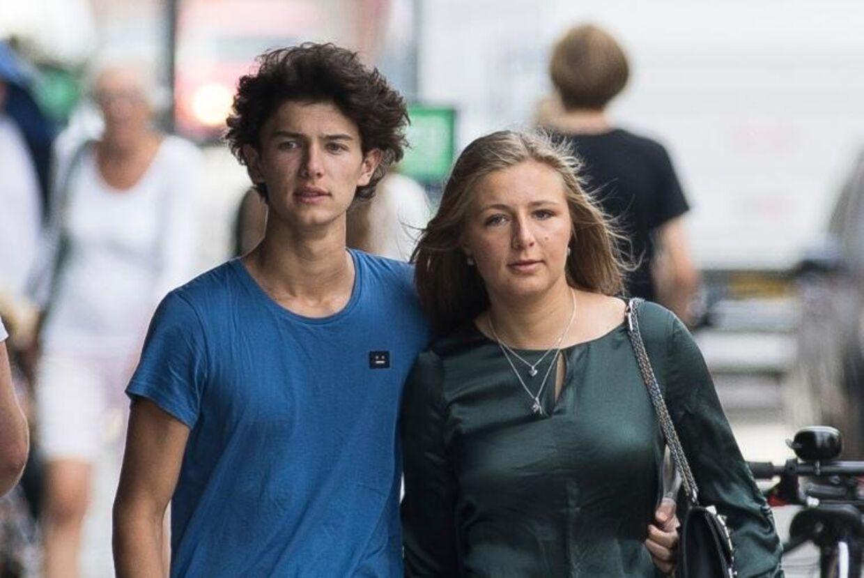 Prins Nikolai sammen med kæresten Benedikte Thoustrup, som også lige er blevet student fra Herlufsholm Skole.