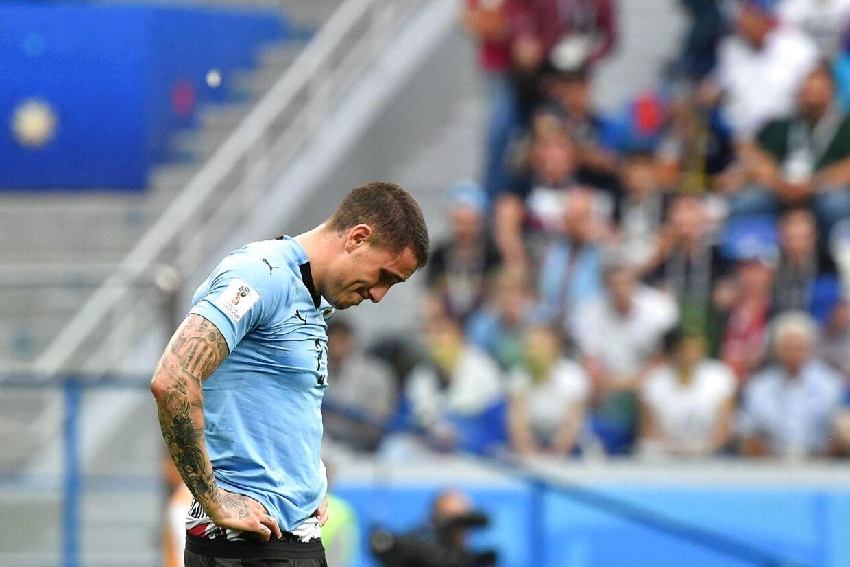 Atletico Madris José Giménez fra Uruguay var meget berørt af nederlaget til Frankrig i VM-kvartfinalen.