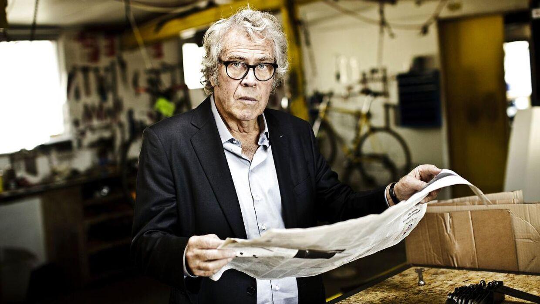 Jørgen Leth glæder sig til at sidde med sine elskede aviser.