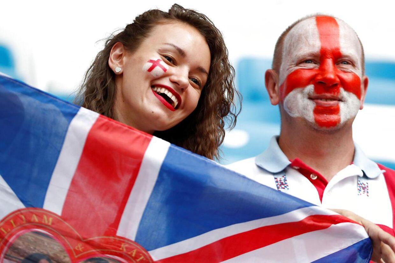 Engelske fans gør klar til lørdagens VM-kvartfinale mod Sverige.