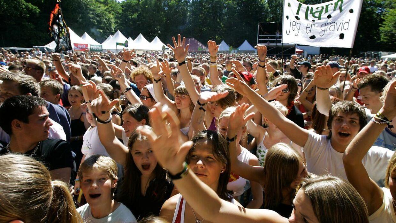 'Ude Af Kontrol' gav natten til lørdag koncert på Nibe Festival, men blot 15 minutter inde i koncerten måtte den afbrydes.