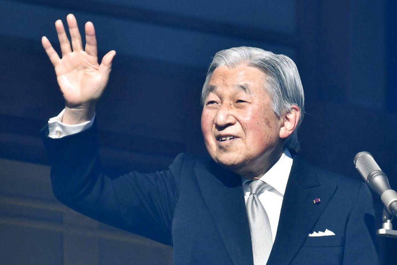 Japans 84-årige kejser Akihito har planer om at abdicere inden for det kommende år på grund af sit dårlige helbred. Der er dog ikke mange til at overtage tronen efter ham. Kejserfamilien er nemlig blevet meget lille.