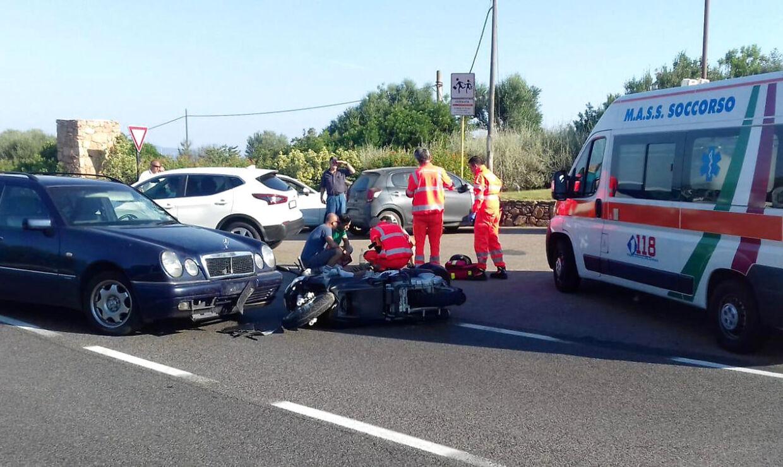 Ambulancefolk hjælper George Clooney.
