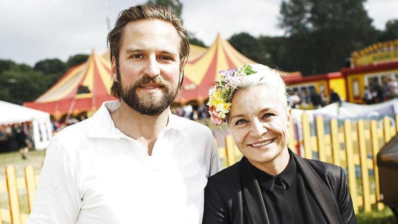 Signe Lindkvist med kæresten Mads Ulrick Holmstrup.