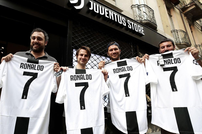 Både klub, spillere og fans i Juventus glæder sig over ankomsten af en af fodboldens største stjerner Cristiano Ronaldo. Isabella Bonotto/Ritzau Scanpix