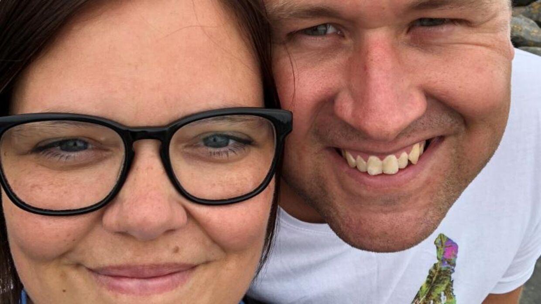 Mette Ovi og kæresten Christian blev ramt af madforgiftning på deres tur til Tyrkiet.