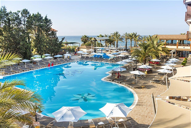 Hotellet Club Dem Spa & Resort i Alanya i Tyrkiet kan bryste sig af en stor pool.