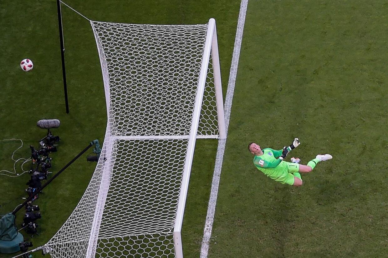 Jordan Pickford havde flere store redninger, da England slog Sverige med 2-0. Kort før tid viftede han et nærgående skud fra Marcus Berg lige over mål. Jewel Samad/Ritzau Scanpix