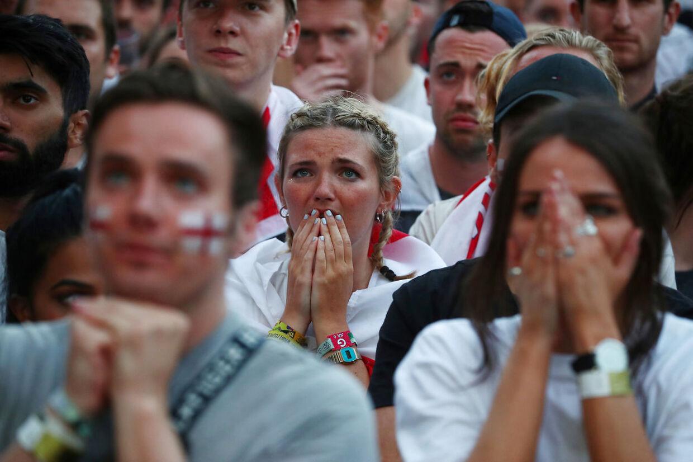 Engelske fans reagerer på nederlaget.