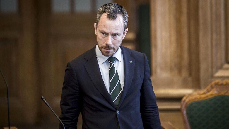 Her er en (sådan nogenlunde) populær mand. Miljøminister Jakob Ellemann-Jensen (V) topper listen over mest populære ministre.