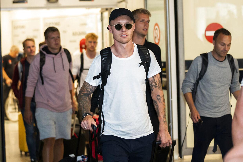 Simon Kjær ankommer sammen med resten af det danske fodboldlandshold til Kastrup Lufthavn efter VM.