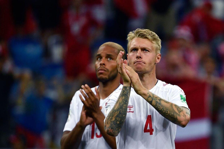Mathias Zanka Jørgensen og Simon Kjær takker de danske fans.