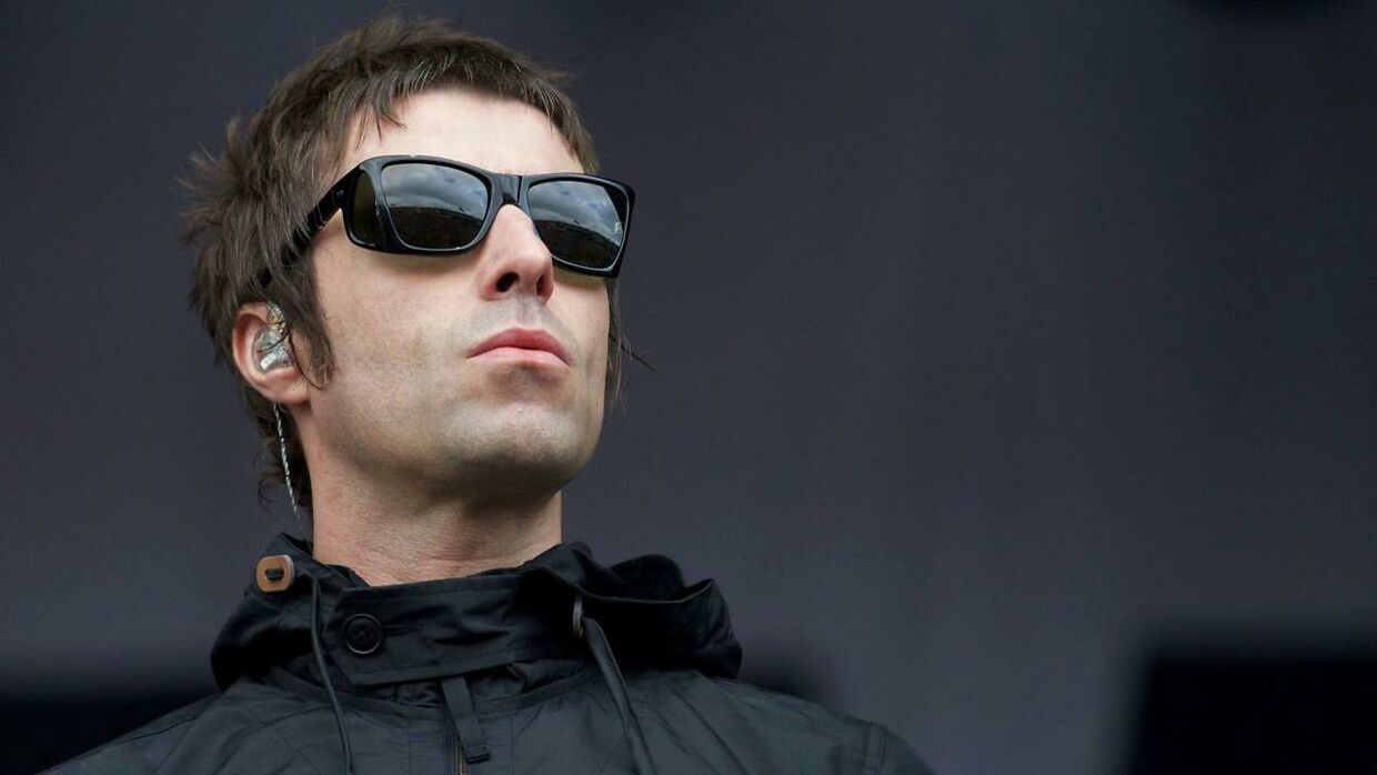 Liam Gallagher under en koncert med sit nye band Beady Eye på Glastonbury Festival i maj.
