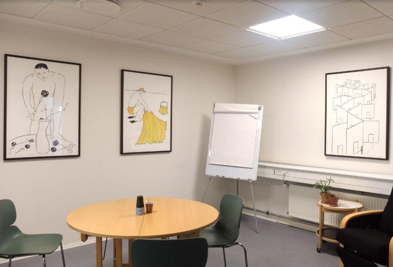 Kunstneren Al Masson har solgt disse tre værker til Københavns Kommune for 6.000 kroner stykket.