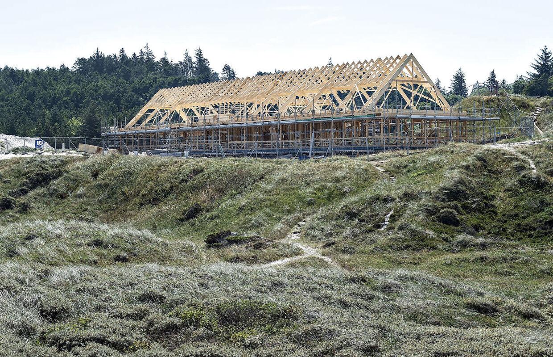 Byggeriet af det nye Svinkløv Badehotel ses her, fredag 13. juli 2018.