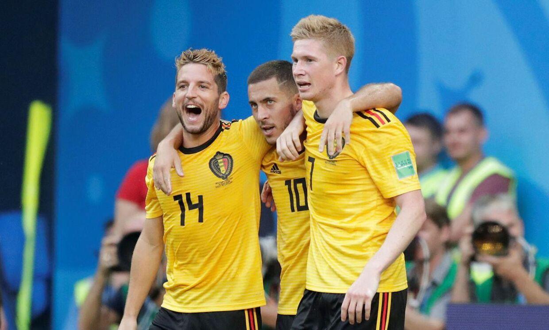 Eden Hazard (midten) omgivet af landsmændene Dries Mertens (tv) og Kevin De Bruyne (th).