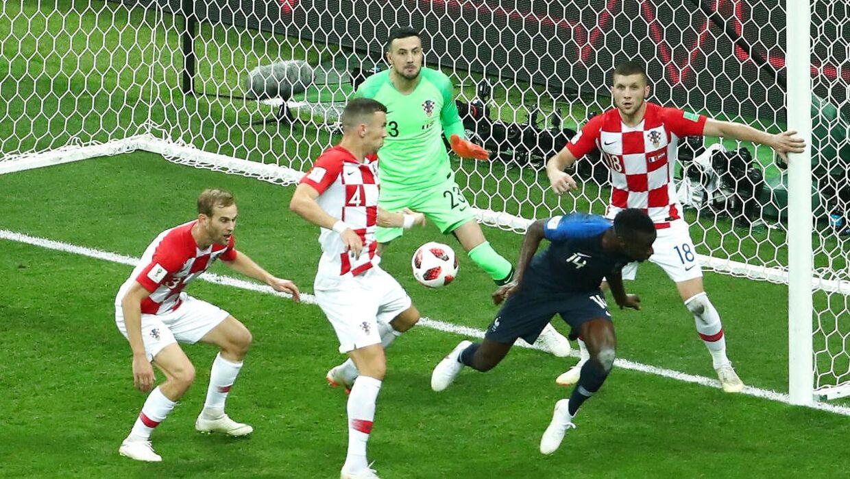 Ivan Perisic rammer bolden med hånden. Men var der straffe? VAR REUTERS/Michael Dalder
