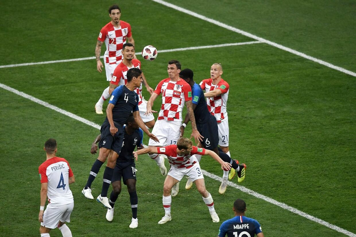 Croatia's forward Mario Mandzukic (C) heads the ball and scores an own goal after France's forward Antoine Griezmann (unseen) shot a free kick during the Russia 2018 World Cup final football match between France and Croatia at the Luzhniki Stadium in Moscow on July 15, 2018. / AFP PHOTO / GABRIEL BOUYS / RESTRICTED TO EDITORIAL USE - NO MOBILE PUSH ALERTS/DOWNLOADS